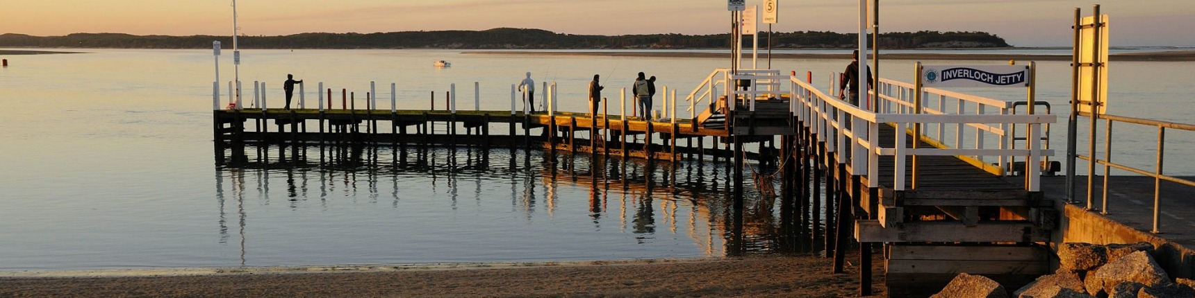 People on the pier at Inverloch.