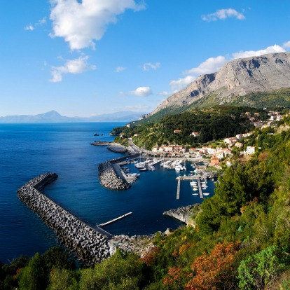 Spiagga Macarro, Basilicata: In Maratea, a port town in Basilicata, there are many secluded coves and beaches, but the ...
