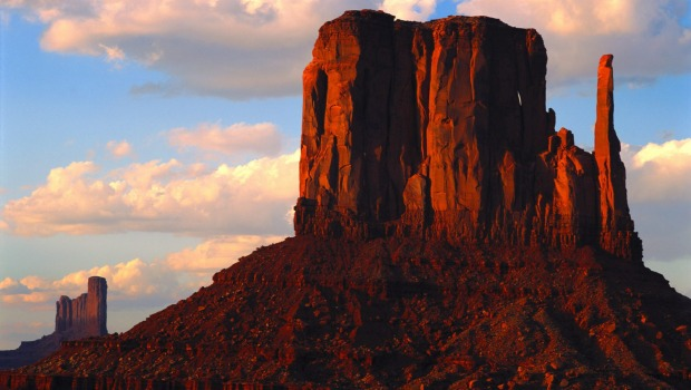 Soaring red buttes: Monument Valley, Arizona.