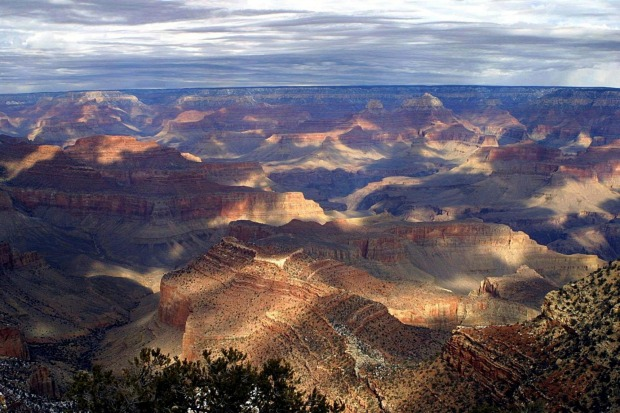 Red plunging cliffs and spectacular views: Grand Canyon in Arizona.