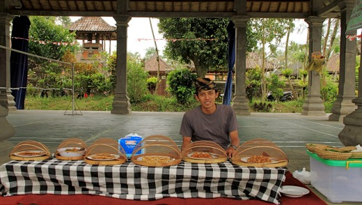 Picnic lunch served by Gede.