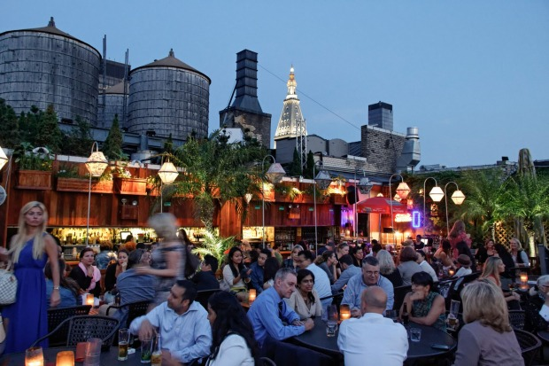 Any excuse for a sunset drink: Rooftop bar 230 Fifth Avenue, Manhattan, New York, USA.