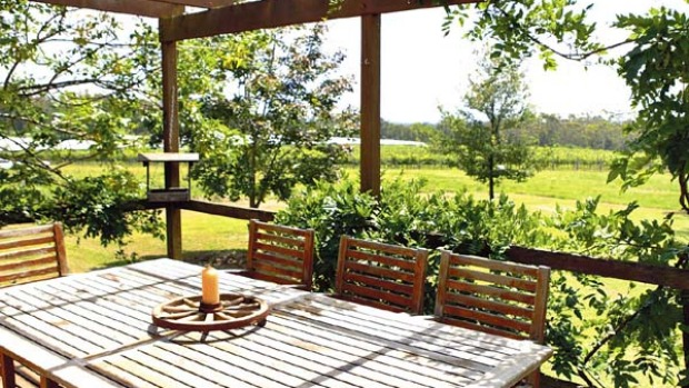 Country class ... the garden at Bluemetal Vineyard cottage.