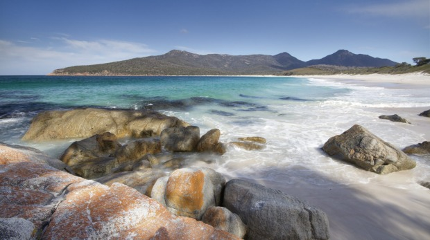 The perfect Australian beach: Wineglass Bay, Freycinet National Park, Tasmania.