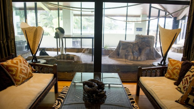 Jamala Wildlife Lodge: The living area which faces onto the monkey enclosure in the Ushaka Lodge.