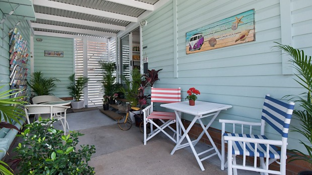 La Costa Motel: Not content with simply being a handy budget option opposite the airport, the owners at La Costa have ...