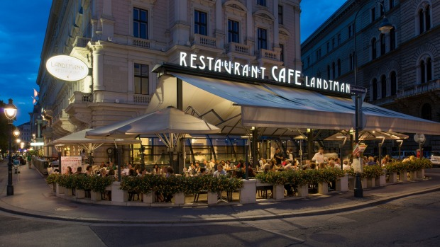 Few cities are as well-equipped as Vienna with cafes and bars in which to warm up.