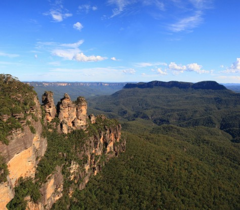 "The Three Sisters, Blue Mountains, NSW: ""Buy a postcard at the airport instead"""