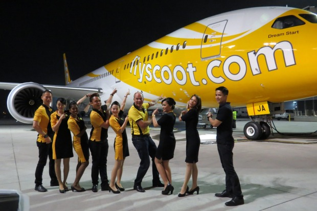 Campbell Wilson and Scoot staff present the new Dreamliner.