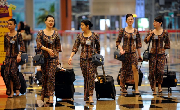 The Singapore Airlines uniform is one that clearly signifies rank. Blue is the most common, worn by the airlines' flight ...