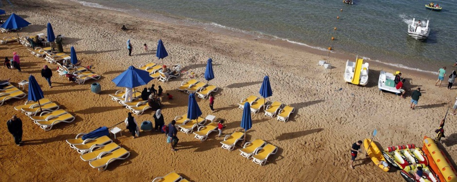 People relax at the beach at El Ain El Sokhna during a tourism promotional state program, in Suez Governorate, east of Cairo March 1, 2015. Egypt's income from tourism, an important sector of the economy, rose 27 percent to $7.5 billion in 2014 from $5.9 billion the previous year, the tourism minister said last month. Picture taken March 1, 2015. REUTERS/Amr Abdallah Dalsh (EGYPT - Tags: SOCIETY TRAVEL POLITICS BUSINESS)