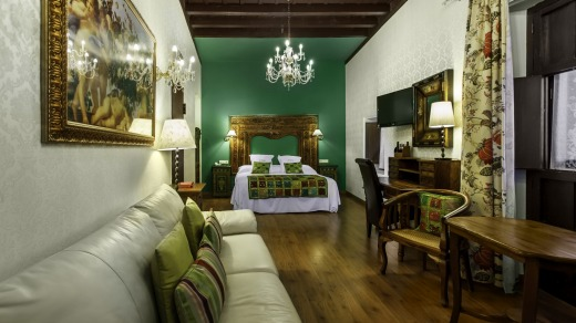 El Ray Moro: Hand-painted antiques have a lovely bedside manner.