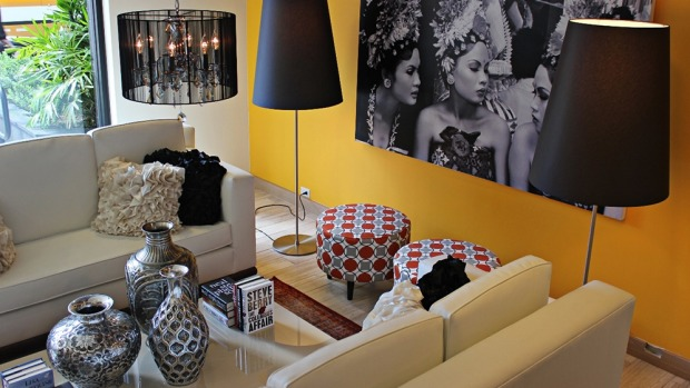 VIVE HOTEL WAIKIKI: The Vive Hotel lobby is the living room you wish you had: comfy, oversized couches, cool ...