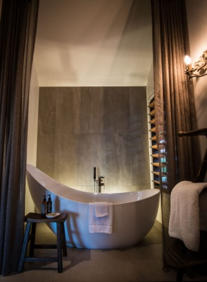 No one needs to be tempted to relax in a bath like this at Gaia.