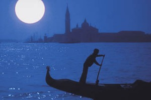 ight moves ... a gondolier glides by in the moonlight