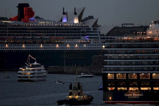 Queen Mary 2 and Queen Elizabeth arrive in Sydney.