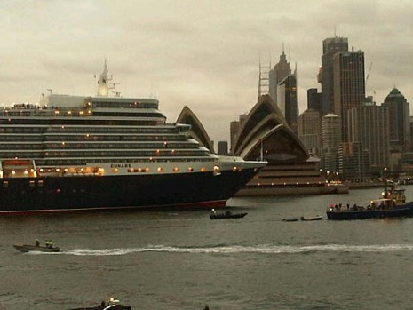 The Queen Elizabeth arrives at the Opera House.