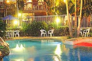 Well maintained ... Ulladulla Guest House's pool at night.