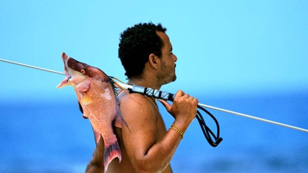 A Belize fisherman well practised with a speargun.