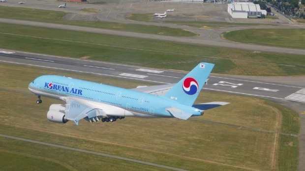 The airline intends to add the A380 to routes to New York and Los Angeles by late 2011.