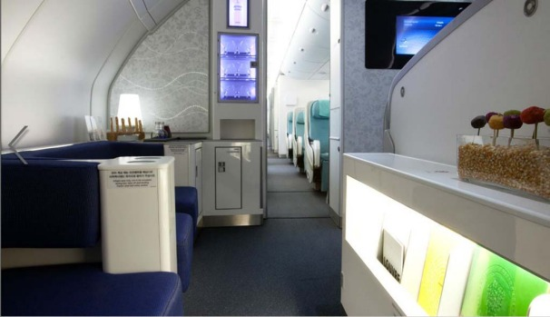The prestige (business) class bar and lounge.