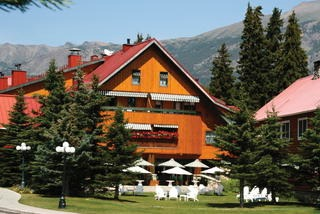 Post hotel spa canada review swiss bliss deep in rockies for Act point salon review
