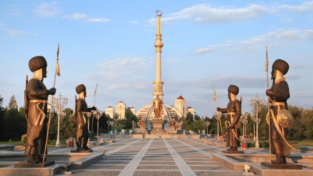 Monumen Arch of Independence in Ashkhabad, Turkmenistan.