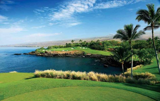 Mauna Kea golf course in Hawaii allows visitors to combine sport and relaxation.