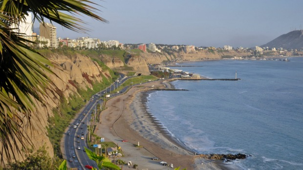 Not California's Pacific Coast Highway or Buenos Aires: this is Miraflores in Lima, Peru, facing the Pacific Ocean.
