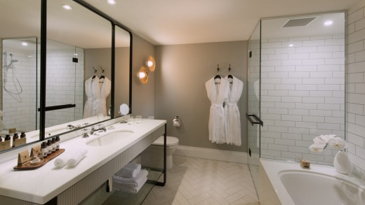 A Mayfair Hotel King Suite bathroom.