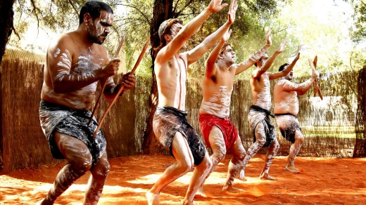 Wakagetti Dance Troupe performs every afternoon at Ayers Rock Resort.