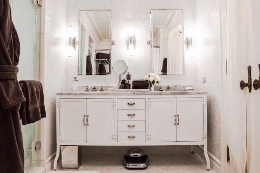 A guest bathroom at The Plaza.