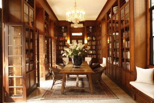 Rachamankha's library has more than 2000 books on Thai art and culture.