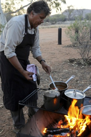 Mbantua Dinner Tour, Alice Springs: This tour provides the best of both worlds: a late afternoon bush-tucker tour of the ...