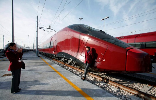italy unveils new 39 ferrari 39 high speed trains. Black Bedroom Furniture Sets. Home Design Ideas
