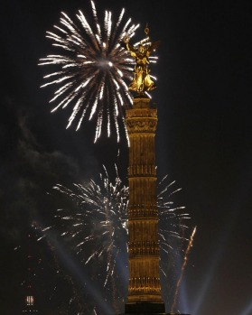New Year celebrations over the 'Golden Victoria' on top of Berlin's landmark victory column.