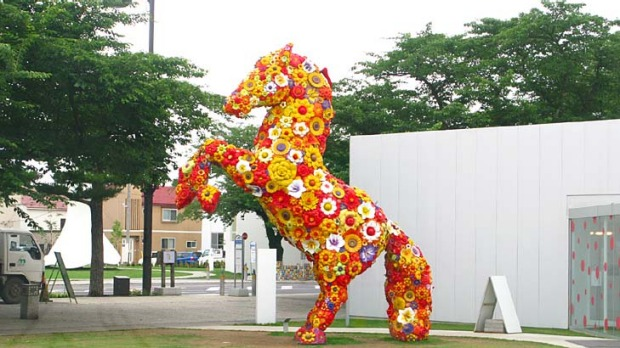 Jeonghwa Choi's stunning equine sculpture, simply called Flower Horse.