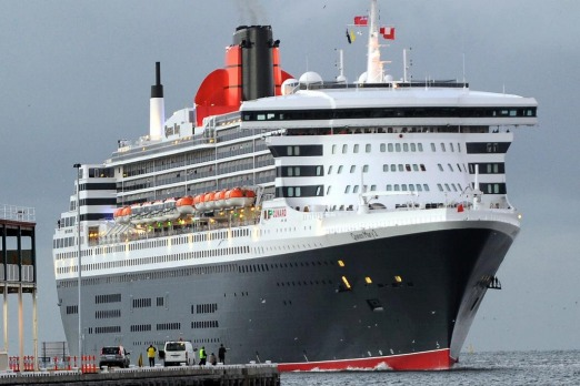 Queen Mary 2 arrives at Station Pier Melbourne.