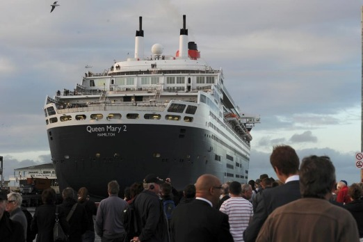 Queen Mary 2 arrives at Station Pier Melbourne this morning.
