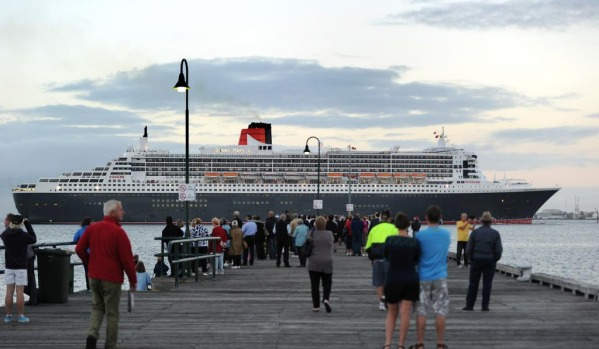Queen Mary 2 arrives at Station Pier, Melbourne.