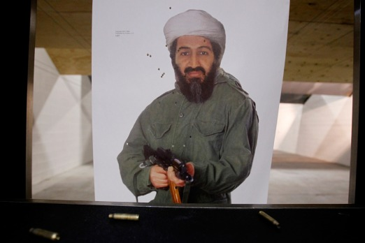A targe­t featu­ring a photo of Osama Bin Laden at Machi­ne Gun Vegas.