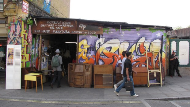 Brick Lane London, Graffiti brightens up the streets.