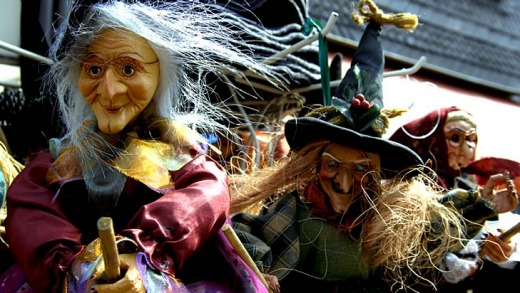 Witch puppets for sale in Goslar.