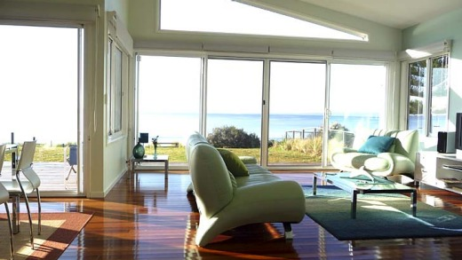 Meme's living areas have an uninterrupted outlook over Jervis Bay.