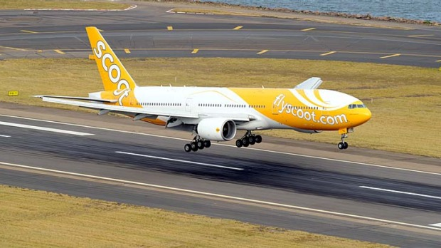 The first flight by Singapore Airlines' low-cost offshoot, Scoot, touches down at Sydney Airport.