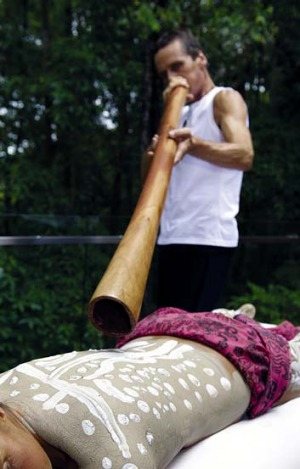 Didgeridoo healing at Gwinganna.
