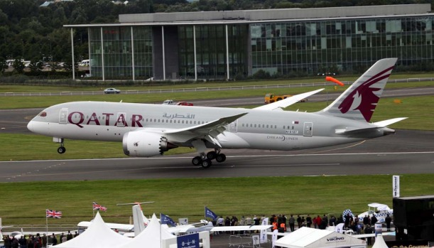 The Qatar Airways 787 Dreamliner touches down at the Farnborough Air Show.