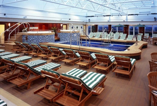 A pool on board the Queen Mary 2.
