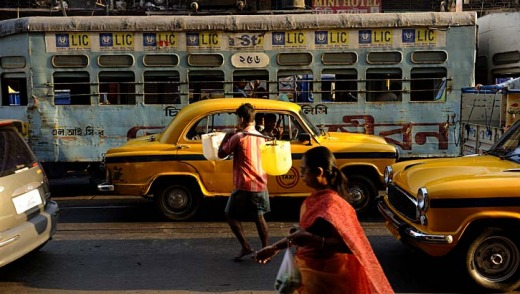 A busy street in the Howrah Bridge district, Kolkata.