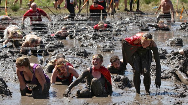 Competitors go through the Kiss The Mud challeng
